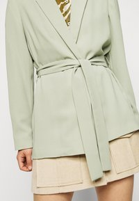 Dorothy Perkins Petite - WASHED WRAP JACKET - Summer jacket - green - 5