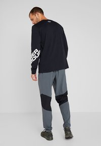 Under Armour - WORDMARK SLEEVE - Funktionströja - black/white - 2