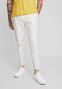 Topman - WHYATT - Trousers - cream - 0