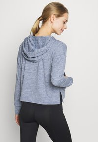 Nike Performance - YOGA HOODIE - Camiseta de manga larga - diffused blue - 2