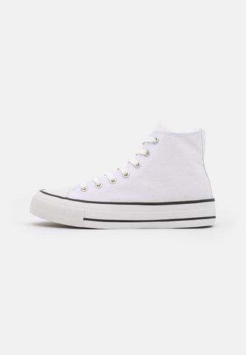 BRITT RETRO - Sneakers alte - white