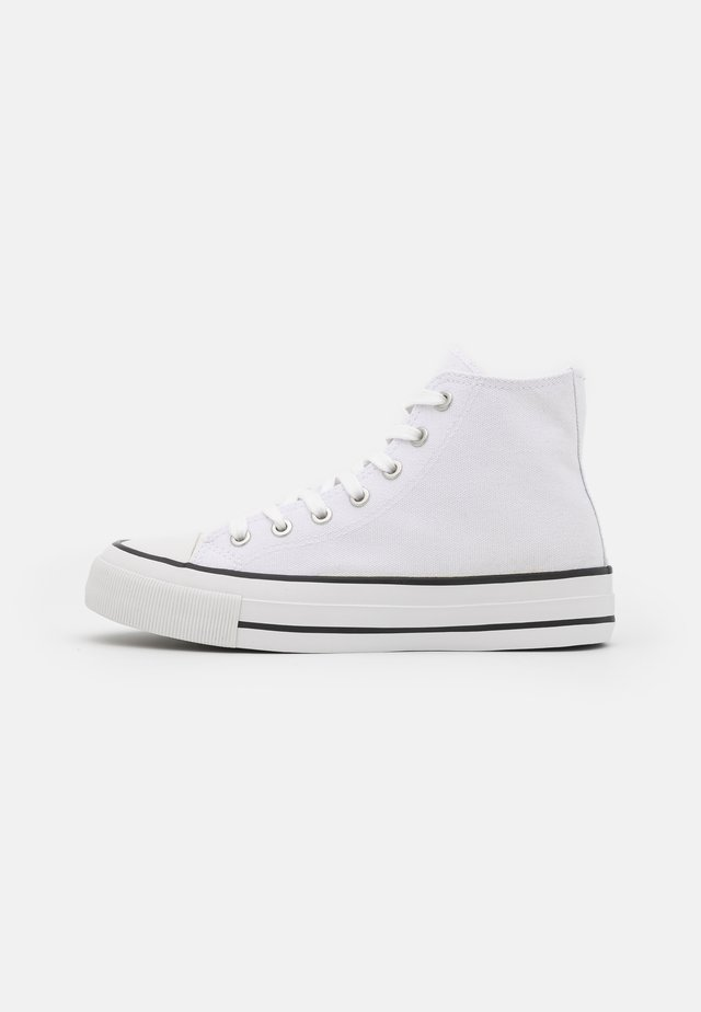 BRITT RETRO - Sneakers hoog - white
