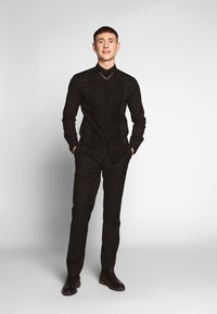 Twisted Tailor - FORM - Camicia - black - 1