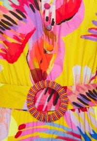 Farm Rio - DRESS - Vestito estivo - neon macaws - 2