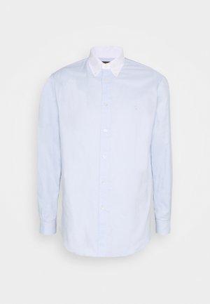 SHIRT OXFORD BOTTON DOWN CLOSE - Zakelijk overhemd - clear water