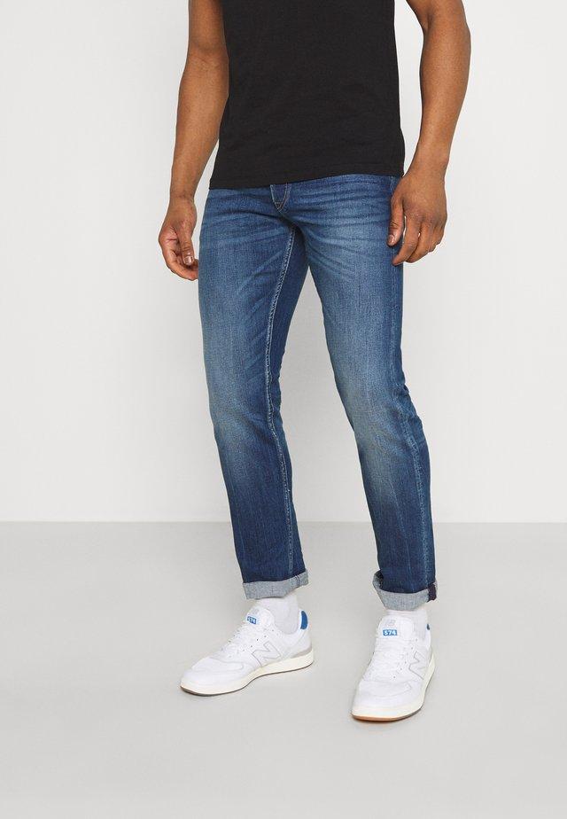 GROVER - Straight leg jeans - medium blue