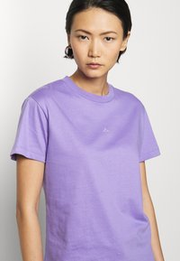 Holzweiler - SUZANA - Print T-shirt - purple - 4