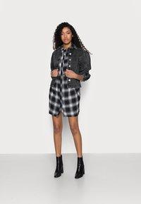 Missguided Petite - SMOCK DRESS CHECK - Shirt dress - black - 1
