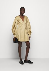 Mother of Pearl - MINI DRESS  - Vestido informal - stone - 1