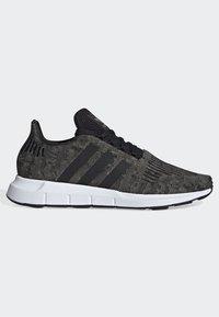 adidas Originals - SWIFT RUN SHOES - Trainers - green/black/white - 6