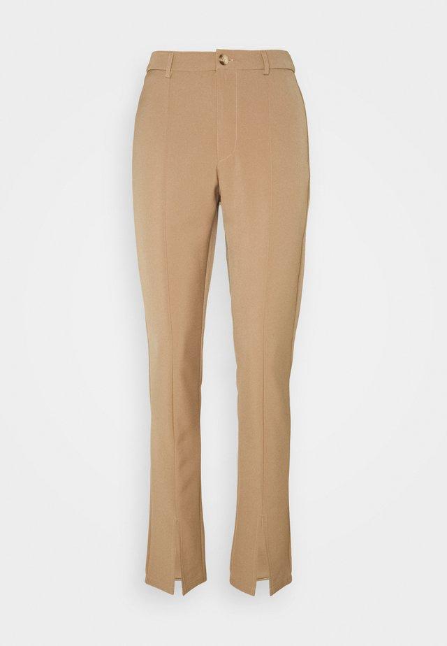 LUNI DRESSED PANT - Tygbyxor - camel