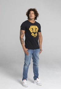 Liger - LIMITED TO 360 PIECES - MOKER - CALLIGRAPHY - T-SHIRT PRINT - Print T-shirt - black - 1