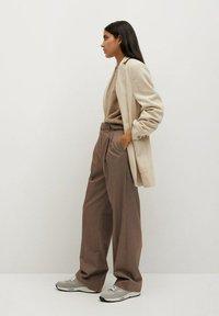 Mango - CLAUDI - Trousers - bruin - 4