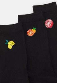 Wild Feet - EMBROIDERED SOCKS CITRUS FRUITS 3 PACK - Sokken - black - 1