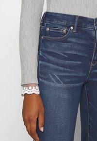 American Eagle - CURVY HI RISE - Slim fit jeans - indigo abyss - 3