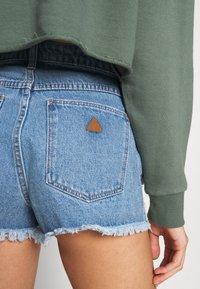 Abrand Jeans - A HIGH RELAXED SHORT - Denim shorts - salty blue - 3
