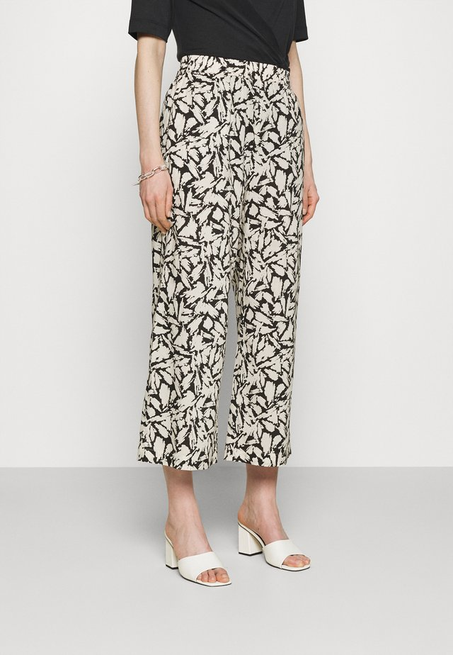 IRJA - Pantaloni - off-white