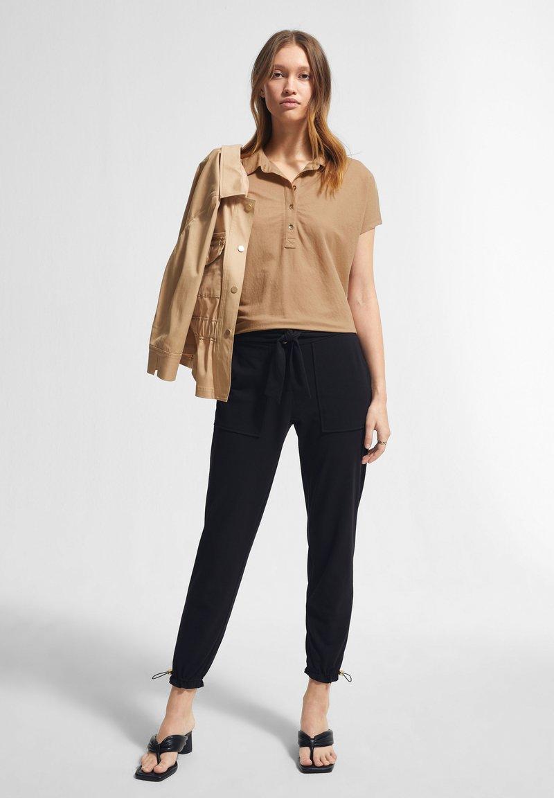 comma - Polo shirt - sahara