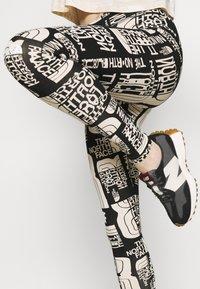 The North Face - DISTORTED LOGO LEGGING - Legging - black - 3