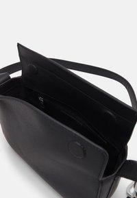 KARL LAGERFELD - LETTERS SHOULDERBAG - Handbag - black - 3