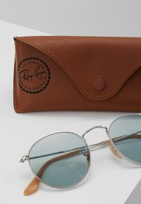 Ray-Ban - 0RB3447 ROUND METAL - Solbriller - silver photo blue - 3