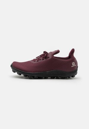 GRIPSTER  - Trail running shoes - wine tasting/black