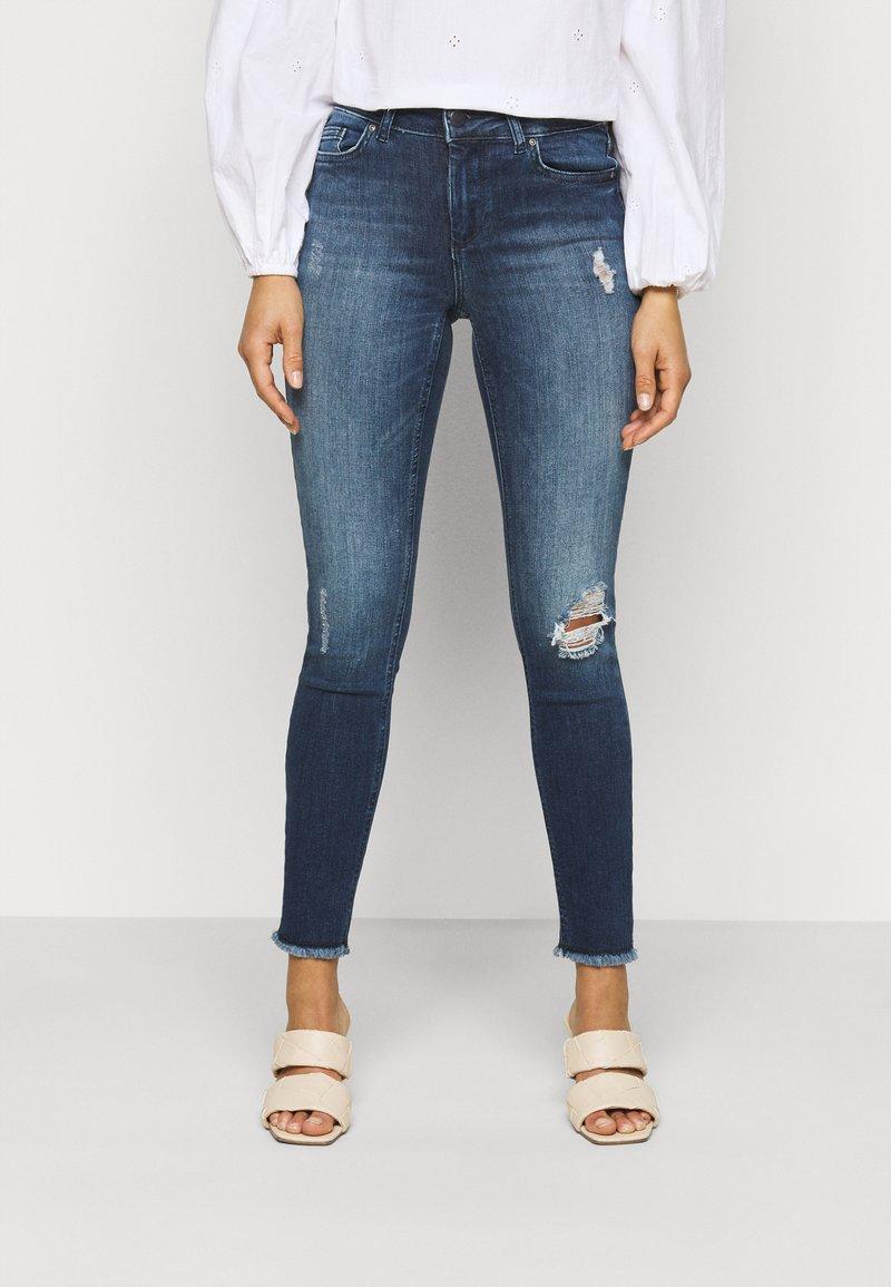 ONLY Petite - ONLBLUSH LIFE - Jeans Skinny Fit - medium blue denim