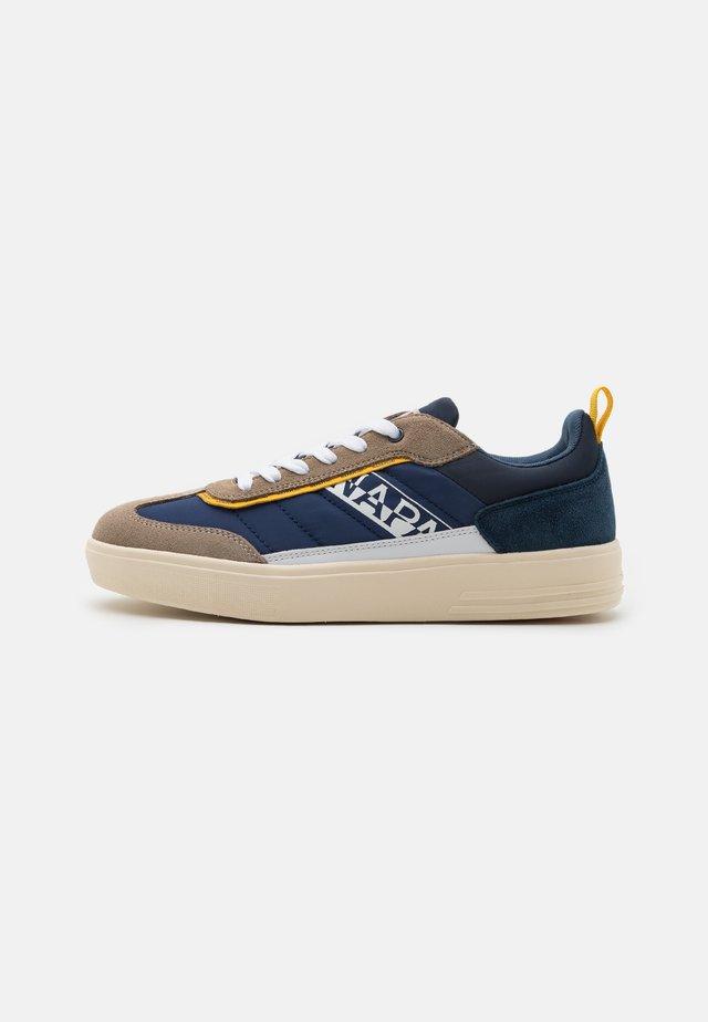 BARK - Sneakers basse - beige/navy