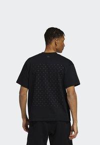 adidas Originals - PHARRELL TEE - T-shirt med print - black - 2