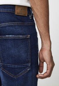 PULL&BEAR - MIT ZIERRISSEN - Jeans Tapered Fit - dark-blue denim - 3
