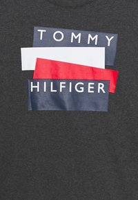 Tommy Hilfiger - GRAPHIC PRINT SET - Pyjamaser - grey - 3