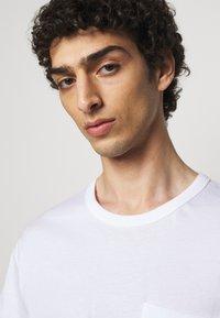 Filippa K - M. BRAD  - T-shirt basique - white - 3
