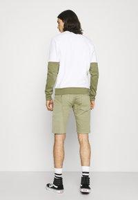 Pepe Jeans - JAGGER  - Farkkushortsit - palm green - 2