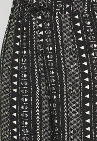 JDY - JDYTIFFANY WIDE PANT - Bukse - black/sandshell - 2