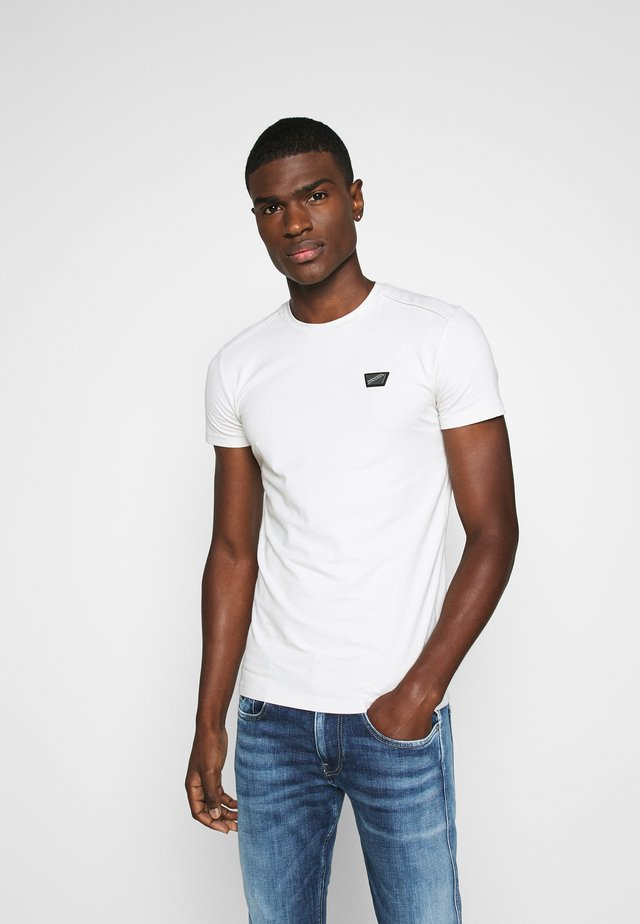 SPORT ROUND NECK COLLAR WITH PLAQUETTE ON CHEST - T-shirt basic - ice