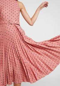 Closet - PLEATED DRESS - Day dress - rose - 4