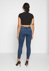 Vero Moda Petite - VMTERESA MR JEAN  - Jeans Skinny Fit - dark blue denim - 2