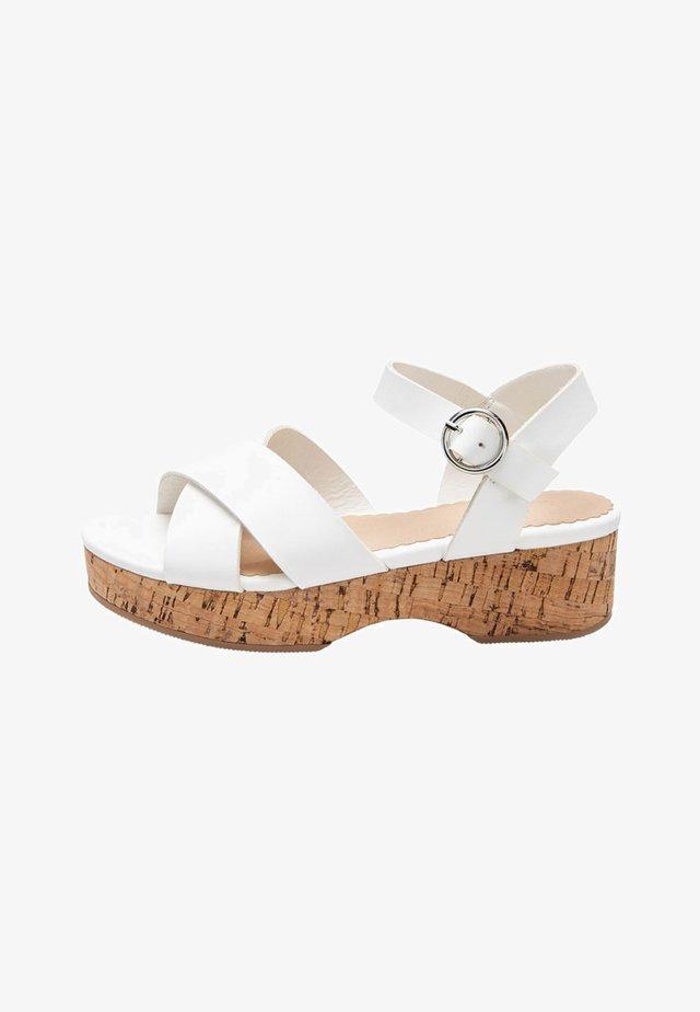 WEDGE - Sandalen - white