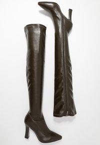 NA-KD - GRAPHIC BOOTS - Boots med høye hæler - dark green - 3