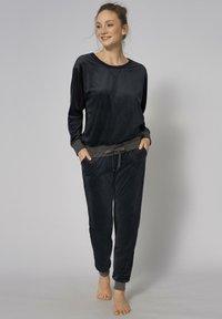 Triumph - Pyjama set - black - 0