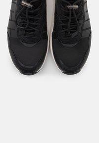 UGG - LA DAZE - Sneakers laag - black - 5