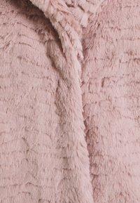 Dorothy Perkins Petite - WAVE COLLAR AND REVERE COAT - Winter jacket - pink - 2