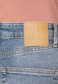 YAS Petite - YASZEO GIRLFRIEND - Relaxed fit jeans - light blue - 5