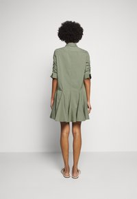 Steffen Schraut - LIZA SUMMER DRESS - Shirt dress - jungle - 2