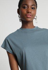 KIOMI - Basic T-shirt - goblinblue - 4