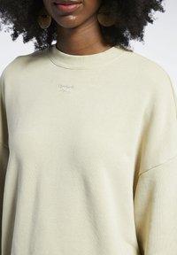 Reebok Classic - REEBOK CLASSICS NATURAL DYE OVERSIZE CREW DRESS - Jersey dress - beige - 3