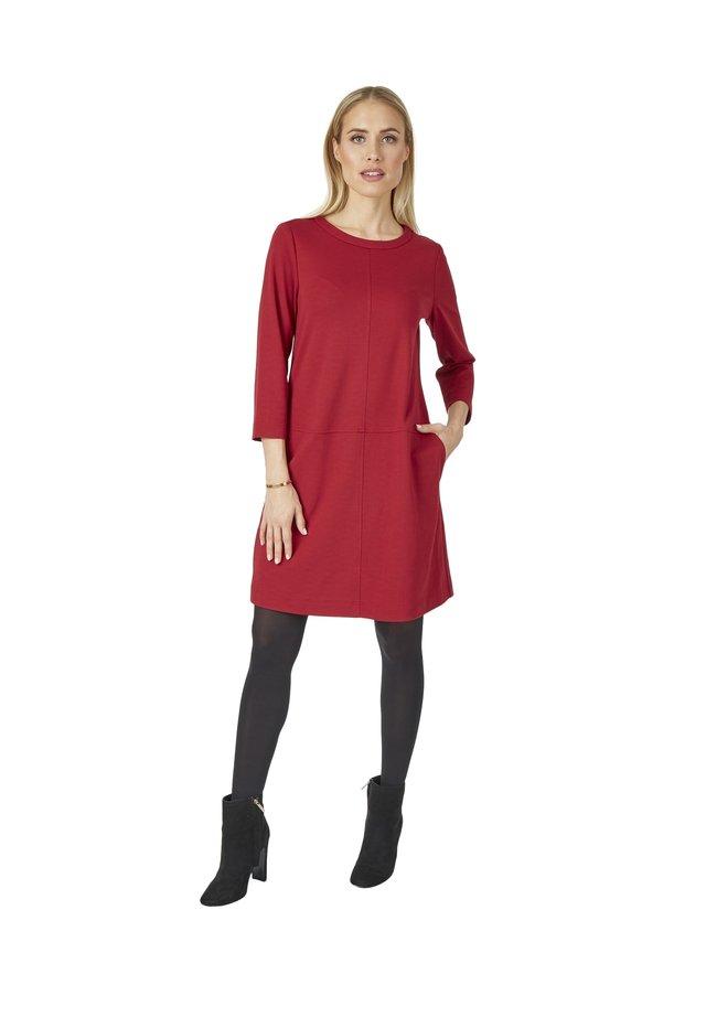 MIT VIELEN DETAILS - Jersey dress - rot