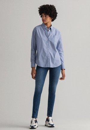 NELLA - Džíny Slim Fit - mid blue worn in