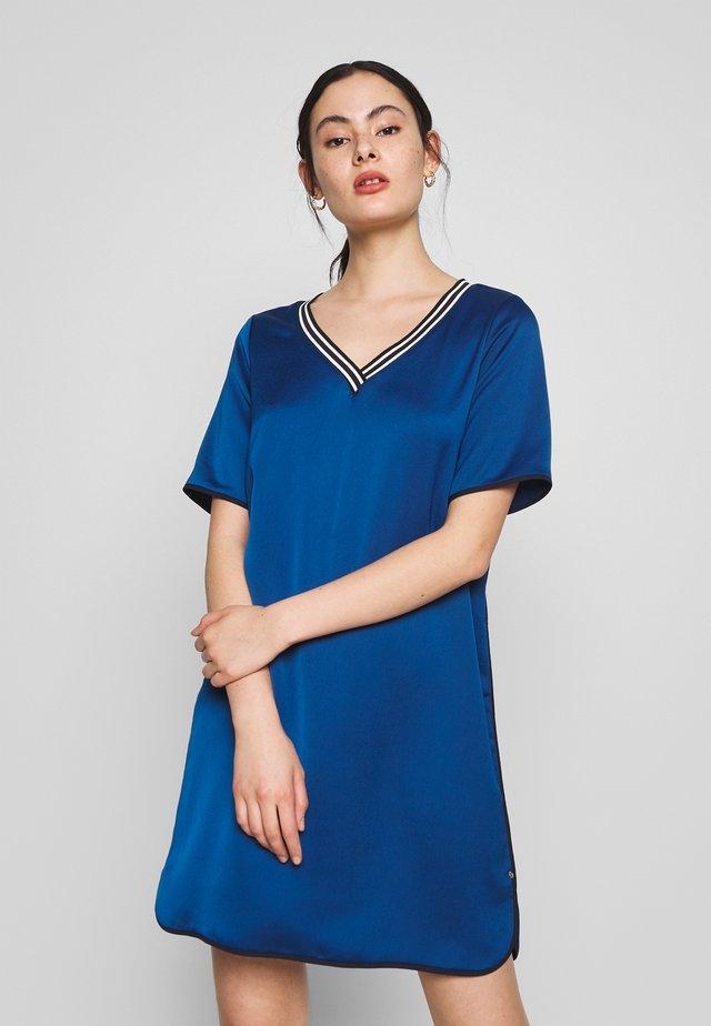 VNECK DRESS WITH BINDINGS - Denní šaty - blue lagoon