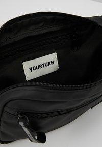 YOURTURN - Ledvinka - black - 4